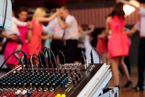Reasons to Hire a Wedding DJ