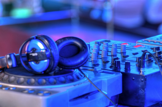 Questions to Ask Before Hiring a Wedding DJ in Tulsa, OK